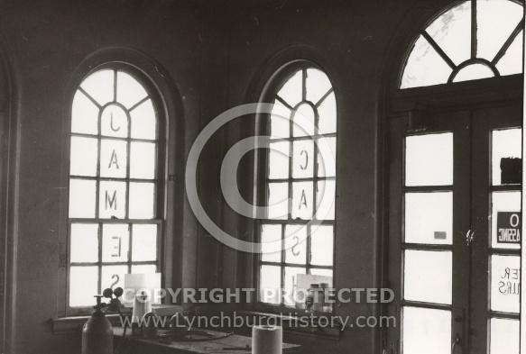 : Amoco Station at 12th and Church Sts, interior