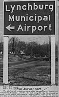 : sign to airport