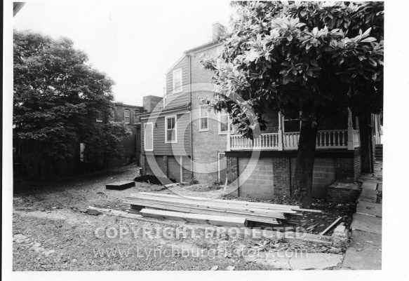 Joseph Nichols Tavern - Pre Garden