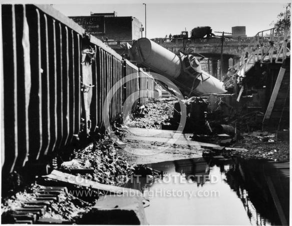 Flood 1985 Griffin Train Cars