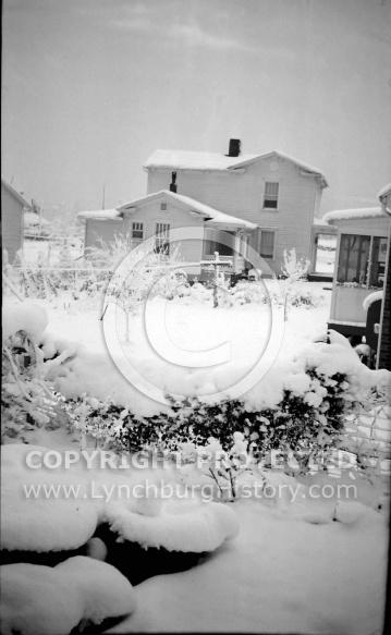 : Snow shuts