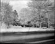 : Wallace Woody - House in Snow