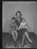 : HELEN LAYNE, SON ALAN BABY & GROUP, AUGUST